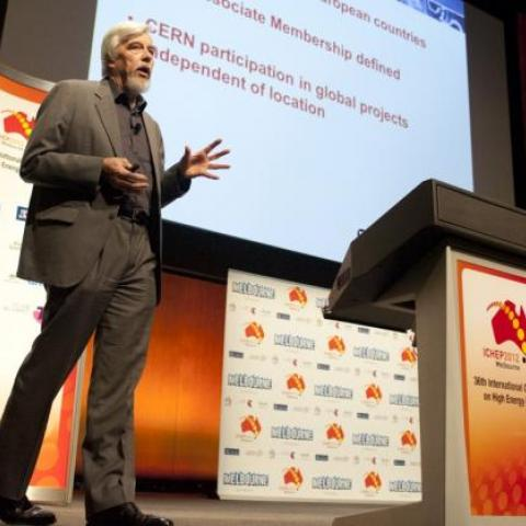 Prof Rolf Heuer at ICHEP 2012